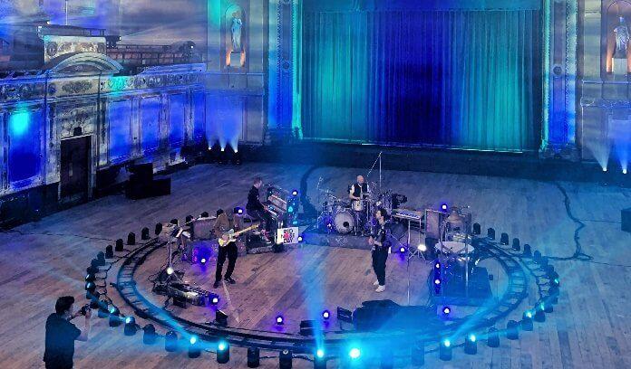 Coldplay apresenta hits em live beneficente no TikTok; assista ao vídeo