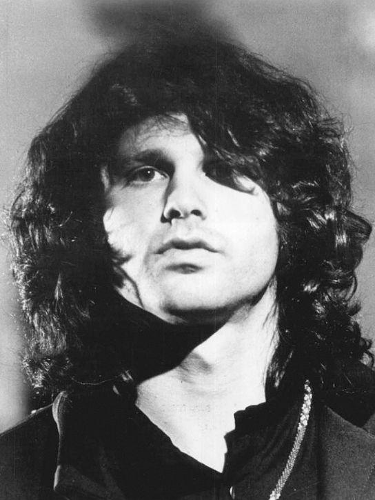 50 anos da morte de Jim Morrison: cantor, poeta, sex symbol e integrante do Clube dos 27