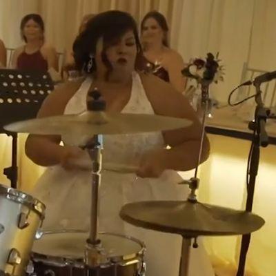 Noiva manda ver em solo de bateria durante casamento e viraliza