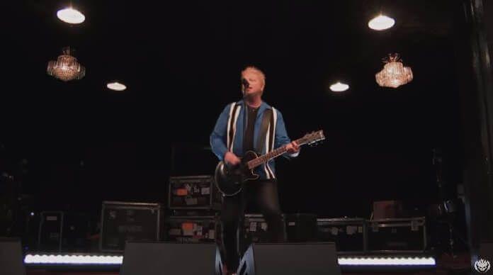 The Offspring toca clássicos e novidade em sessão de estúdio; assista