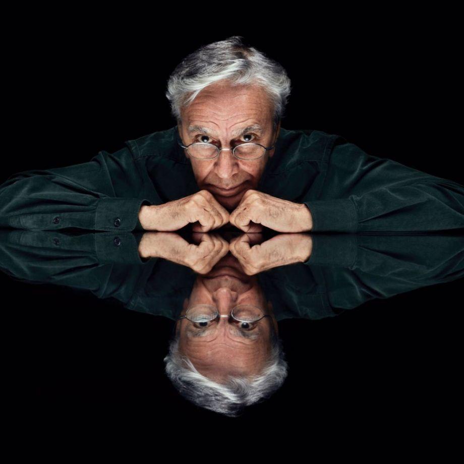 Caetano Veloso aponta no single 'Anjos tronchos' a arte como escape do malefício do Vale do Silício