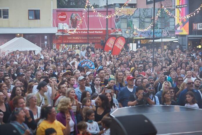 Sem restrições, Nova Zelândia realiza festival para mais de 120 mil pessoas