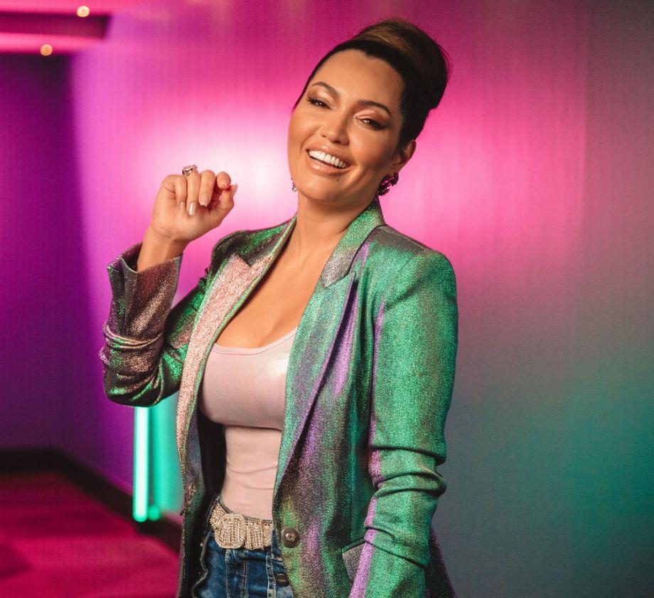 Conheça Karinah, cantora de pagode que comprou mansão de Xuxa e já gravou parcerias com Belo, Mumuzinho e outras estrelas